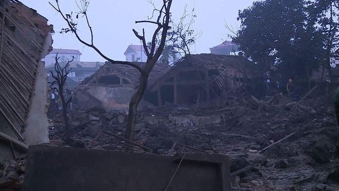 Nổ lớn lúc ở Bắc Ninh, 2 cháu bé tử vong, nhiều người bị thương