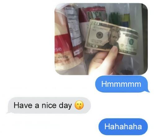 Thỉnh thoảng, ông bố giấu tiền ở những chỗ ngẫu nhiên.Chúc con một ngày tốt lành - ông bố chỉ nhắn với con đơn giản như vậy khi con gái thông báo đã tìm thấy tờ tiền bố giấu.