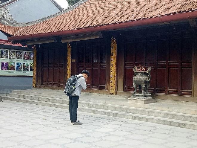 Cạnh Đền Tam Bảo là đình Bối Hà thờ Thành Hoàng làng. Hằng ngày chủ yếu là người dân trong khu vực và các cụ cao niên đến thắp hương...