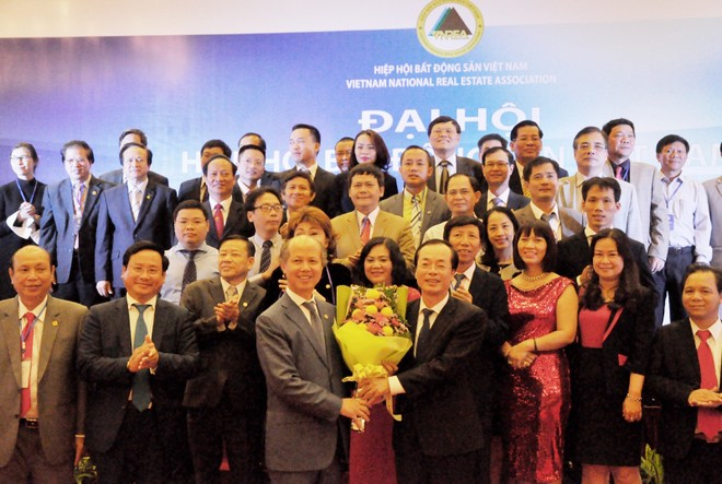 Ông Phạm Hồng Hà, Ủy viên Trung ương Đảng, Bộ trưởng Bộ Xây dựng chúc mừng BCH Hiệp hội BĐS Việt Nam nhiệm kỳ IV.