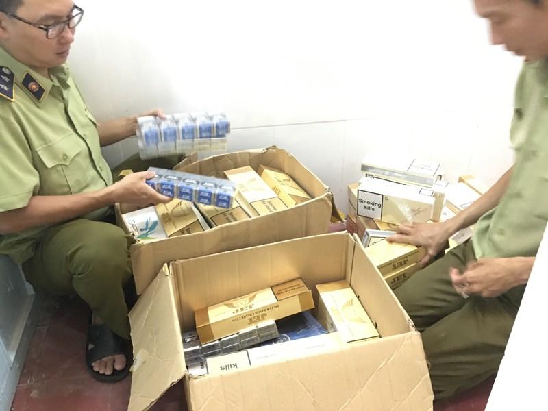 TP. Hồ Chí Minh: Bắt giữ gần 1 ngàn bao thuốc lá nhập lậu