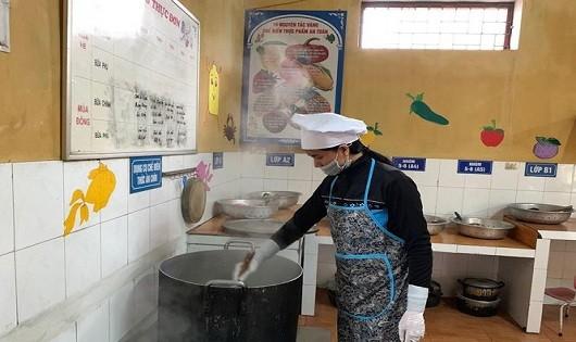 Đình chỉ thêm một phó hiệu trưởng vụ 'trẻ em nhiễm sán lợn ở Bắc Ninh'