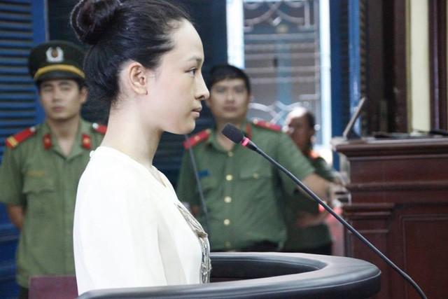 Hoa hậu Phương Nga tại phiên tòa sơ thẩm vào tháng 8/2016.
