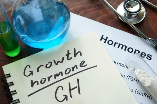 Tiêm hormone tăng trưởng có thể khiến trẻ dậy thì quá sớm làm ảnh hưởng đến chiều cao của trẻ. Ảnh: MNT