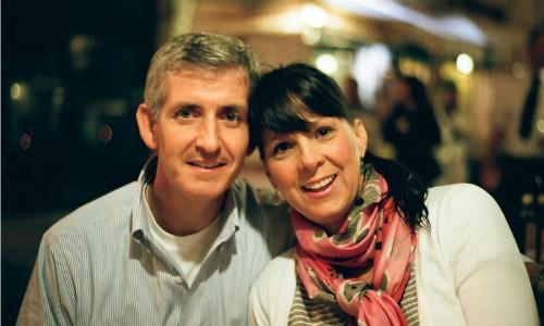 ChịAngela Sartin-Hartung và chồng trước thời điểm chị bị mất trí nhớ. Ảnh: Persgroep.