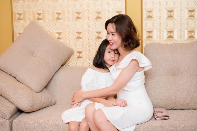 Lưu Hương Giang bật mí bí quyết giản đơn giữ lửa hôn nhân - 1