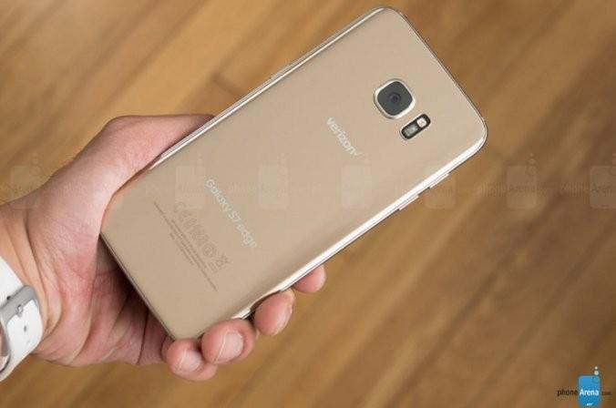 Samsung Galaxy S7 Edge phát nổ sau khi đóng băng và tắt máy