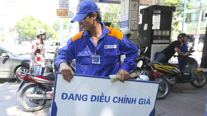 Giá xăng tăng mức kỷ lục trong năm