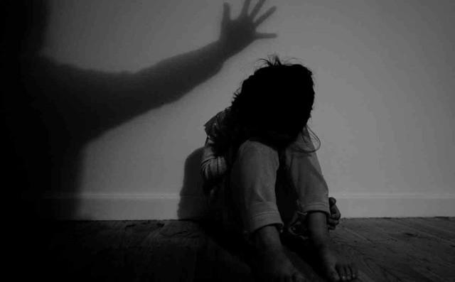 Bảo vệ 73 tuổi hiếp dâm bé gái trong trường học
