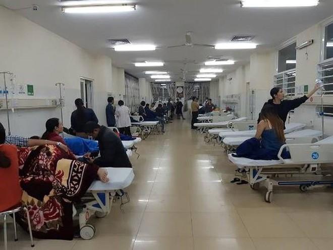 Hơn 60 người nhập viện sau khi ăn bánh mỳ tại cùng 1 quán ven đường ở Đắk Lắk - Ảnh 1.