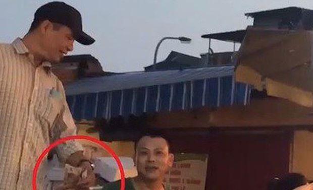 Khởi tố và tạm giam 3 đối tượng trong vụ 'bảo kê' ở chợ Long Biên