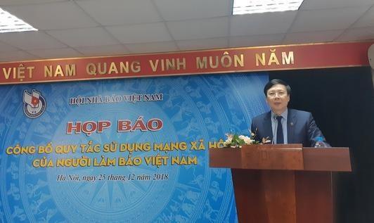 """""""Vùng cấm"""" đối với người làm báo Việt Nam khi tham gia mạng xã hội"""