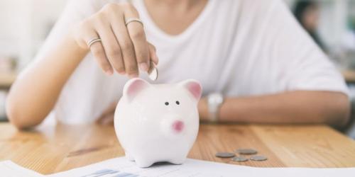 Tiết kiệm tiền có thể bắt đầu từ những khoản rất nhỏ. Ảnh: Entrepreneur.