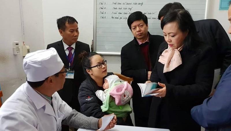Bộ trưởng Bộ Y tế trực tiếp kiểm tra công tác tiêm chủng vaccine ComBe Five