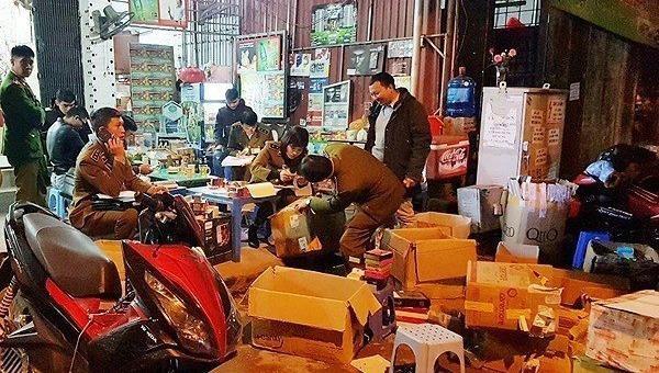 Cảnh sát đột kích biệt thự, thu giữ hàng nghìn sản phẩm kích dục