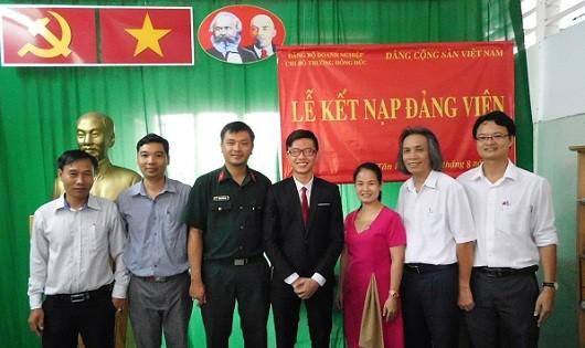Gặp gỡ tân đảng viên là cựu học sinh trường Hồng Đức