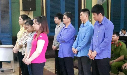 Băng nhóm chuyên dụ khách nước ngoài đi massage để trộm tài sản lĩnh án