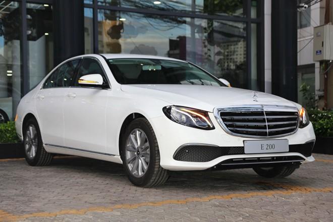 Mercedes-Benz E200 ban nang cap ve dai ly, gia khong doi hinh anh 4