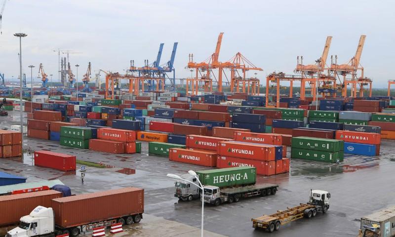 """Vụ 213 container hàng lậu """"mất tích"""" tại cảng Cát Lái: Sai phạm """"tày trời"""", xử lý qua loa"""