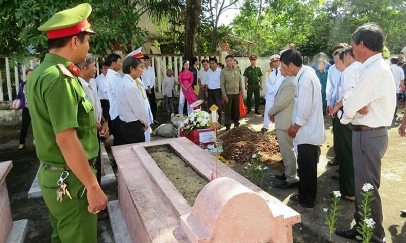 Đưa hài cốt liệt sĩ từ chiến trường Tây Nam về Quảng Nam