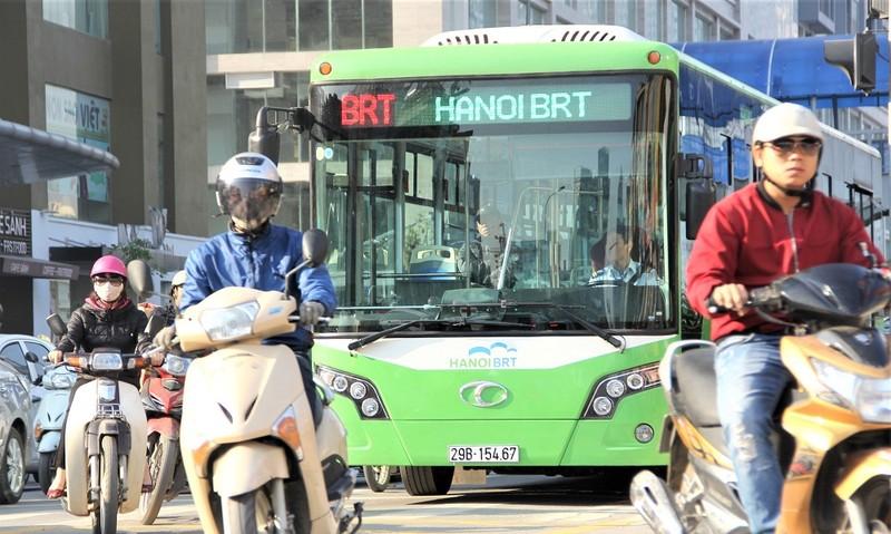 """Giấc mơ tàu điện ngầm và chuyện BRT """"sai đường"""" ở Hà Nội"""