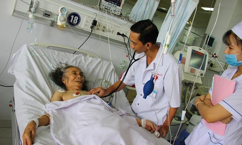 """Bệnh viện Đa khoa TP Cần Thơ: Nụ cười sau những giờ """"cân não"""""""