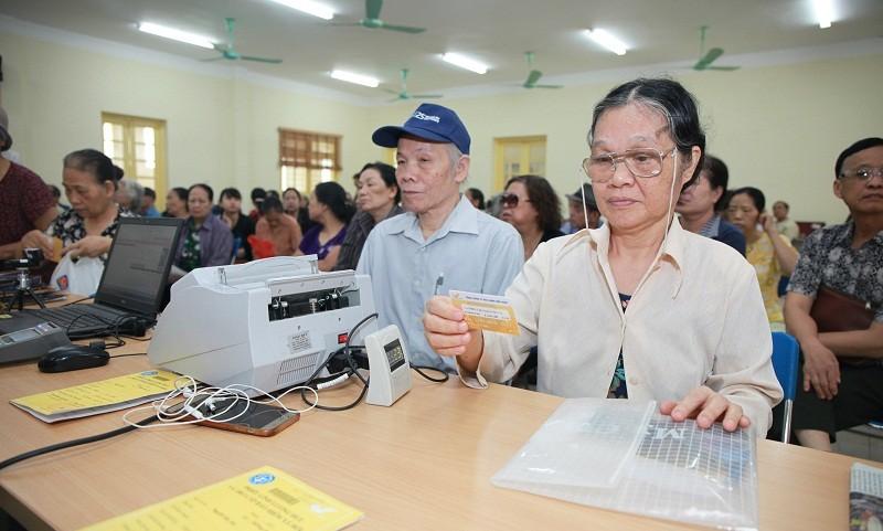 Ứng dụng CNTT trong chi trả lương hưu, trợ cấp BHXH: Sẽ mở rộng sử dụng Thẻ chi trả trên toàn quốc