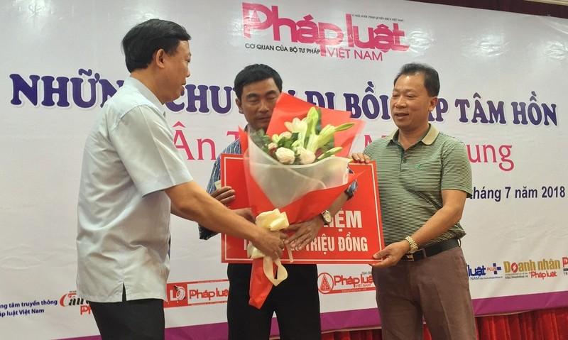 Báo Pháp luật Việt Nam- Ngọn lửa nhỏ góp phần nhân rộng tình yêu thương