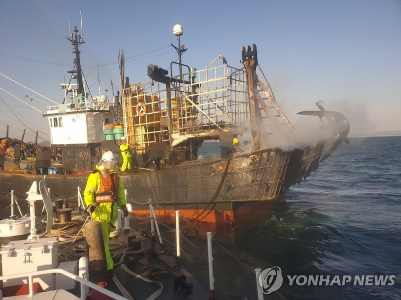 Tàu cá Hàn Quốc gặp nạn (Ảnh: Yonhap/Dân trí)