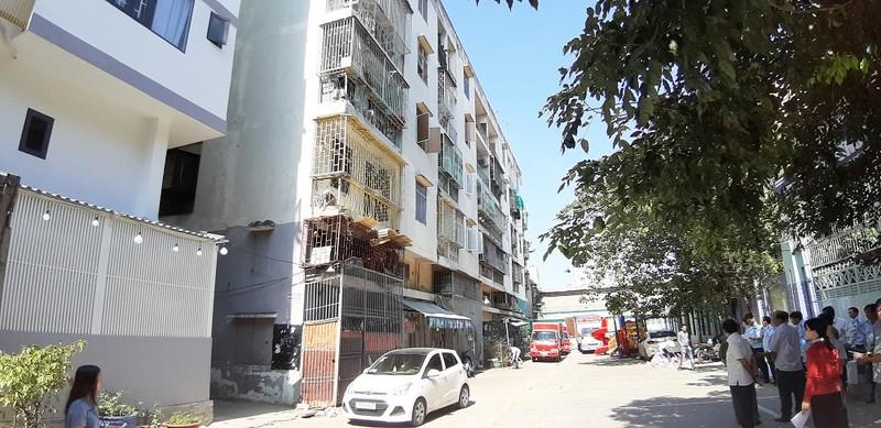 Vụ chung cư bị nghiêng 45cm ở quận 1, TP HCM: Di dời gấp, người dân lo mất Tết