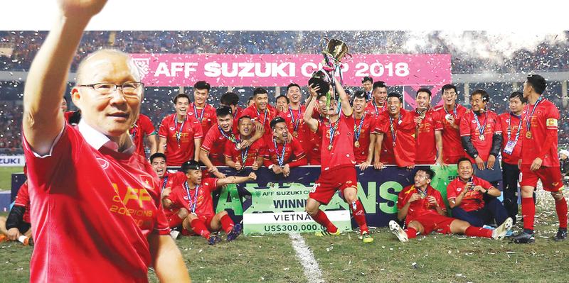 Bóng đá Việt Nam căng tràn thăng hoa - Ảnh 1