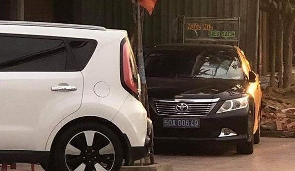 Vụ xe Camry biển xanh 50A-006.49 tại Biên Hòa: Xe tang vật đã bị thu biển vẫn cố tình đeo lại biển giả
