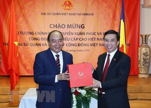 Thu tuong Nguyen Xuan Phuc gap mat cong dong nguoi Viet tai Romania hinh anh 1