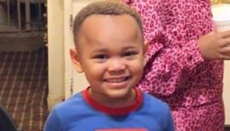 Bé trai Mỹ 4 tuổi tự bắn vào đầu và bi kịch gia đình