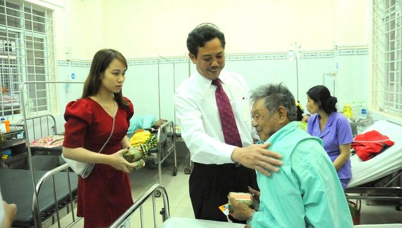 Người thầy thuốc đau đáu xây dựng bệnh viện thân thiện, gần gũi nhân dân
