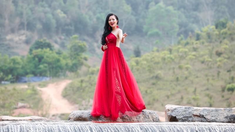 """Á quân Sao Mai Thuỳ Dung xinh đẹp như """"nàng tiên"""" trong MV mới"""
