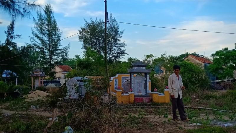 """Quảng Nam: Dự án """"bất động sản"""" còn đầy mồ mả đã rao bán, thu tiền"""