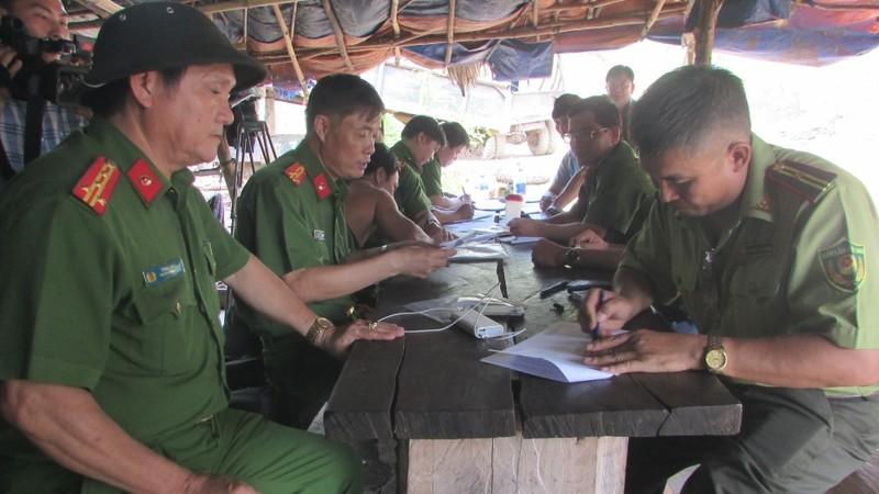 """Hoàn tất cáo trạng đường dây buôn lậu gần 1000m3 gỗ tại Đắk Nông: Hàng loạt cán bộ kiểm lâm đã """"nhúng chàm"""" ra sao?"""