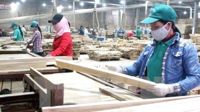 Xuất khẩu gỗ trước thách thức kim ngạch 20 tỷ USD - Ảnh 1