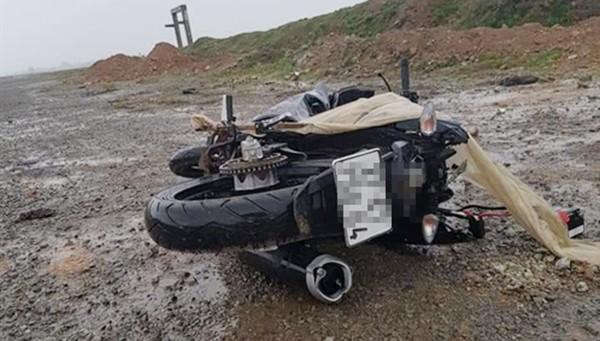 Bàng hoàng phát hiện người đàn ông tử vong cạnh xe máy