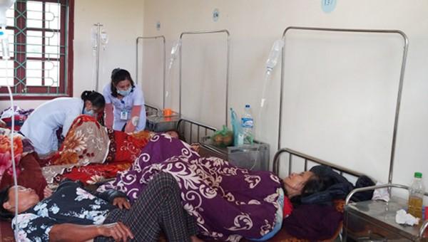 Gần 40 người nhập viện sau khi ăn giỗ