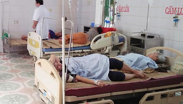 8 người nhập viện trong đêm sau khi ăn cỗ cưới
