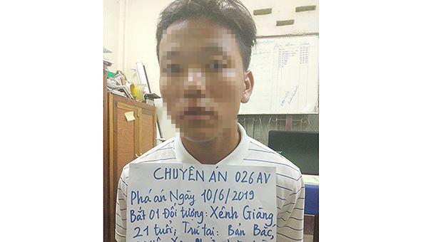 Bắt quả tang nam thanh niên Lào chuyển 30 bánh heroin vào Việt Nam