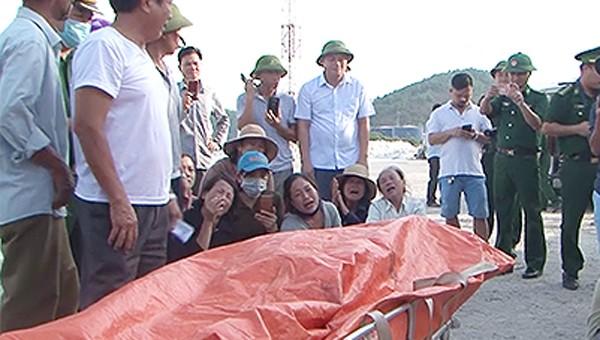 Xé lòng nỗi đau quê nghèo đón thi thể thuyền viên về đất liền
