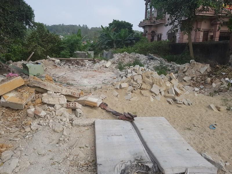 Pháp lý rắc rối vụ ủi sập nhà hàng xóm ở Nghệ An