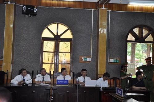 """Xét xử """"đại án"""" đền bù GPMB thủy điện Sơn La:  Luật sư đề nghị triệu tập nguyên chủ tịch tỉnh Sơn La"""