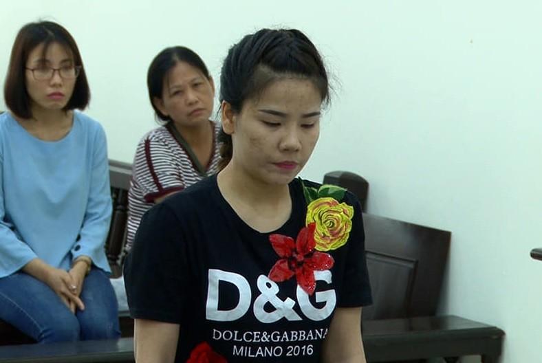 'Giá đắt' cho 'tú bà' gọi 30 cô gái xếp hàng để đàn ông ngoại quốc chọn