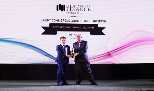 """OCB nhận giải thưởng """"đúp"""" về ngân hàng số của IFM"""