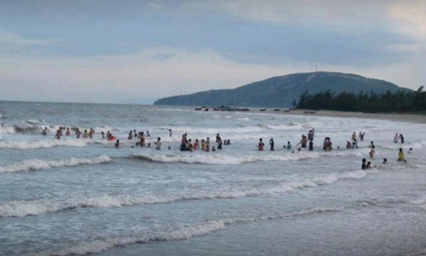 Chồng thiệt mạng khi bơi ra biển cứu vợ trong tuần trăng mật