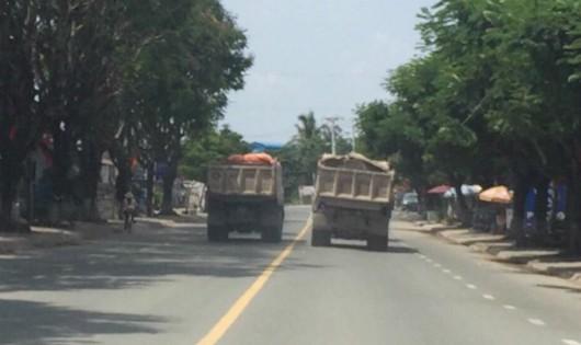 Xe ben tung hoành trên đường đẹp nhất nhì Đồng Nai, người dân lo sợ